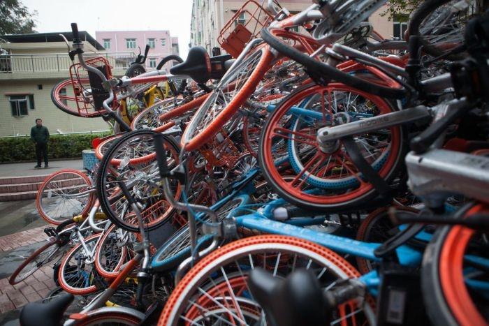 «Свалки» прокатных велосипедов в Китае