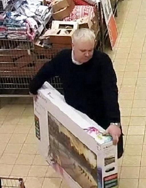 Британец взял с полки магазина телевизор и «вернул» его обратно, получив 33 ...