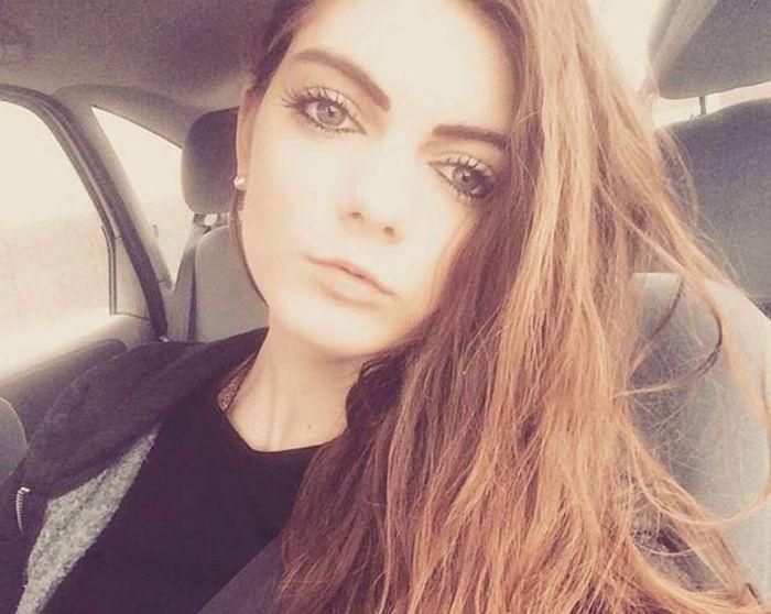 В Великобритании девушка лишилась работы из-за своей привлекательности