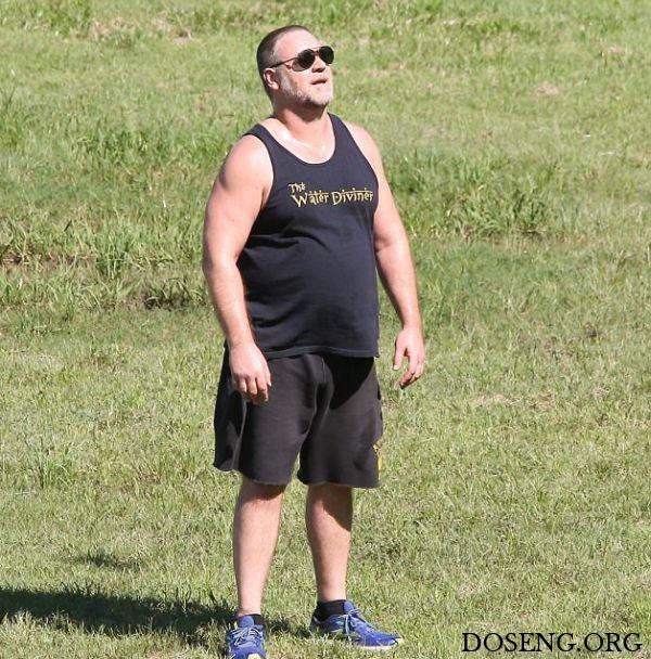 Папарацци сфотографировали набравшего лишний вес Рассела Кроу