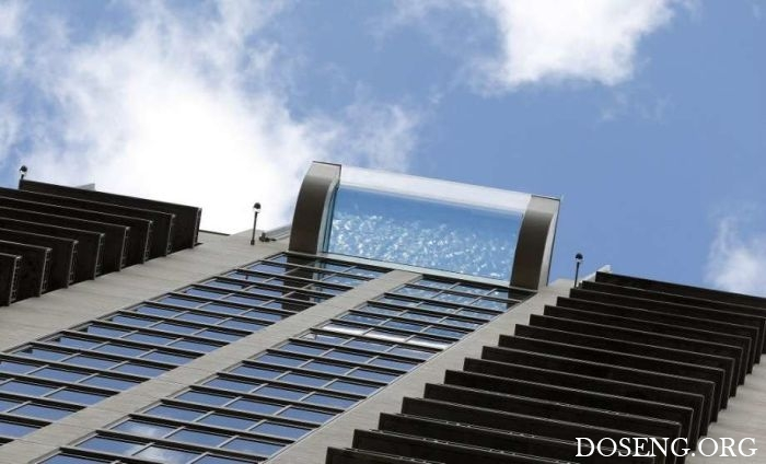 Бассейн с прозрачным полом на высоте 150 метров в Хьюстоне