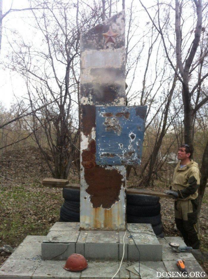 Волонтеры восстановили памятник к Дню Победы