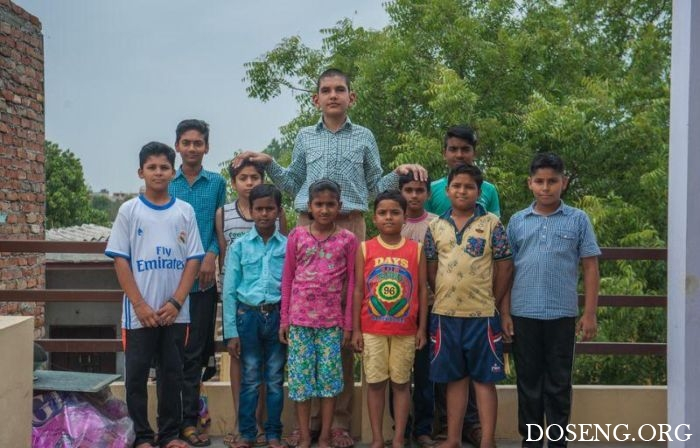В Индии живет самый высокий 8-летний мальчик в мире
