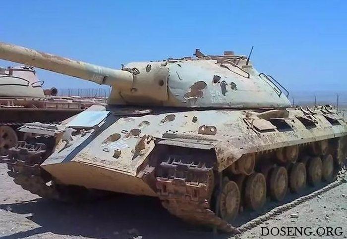 Танк ИС-3 со следами 105-миллиметровых снарядов