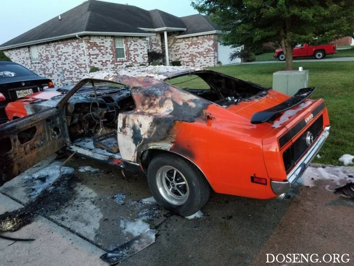 Вандалы сожгли Ford Mustang, подаренный мальчику-инвалиду