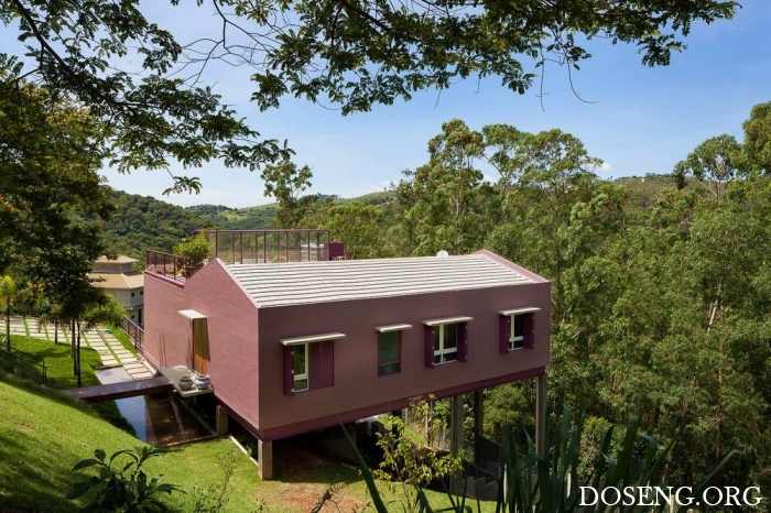 Дом-дерево на склоне в Бразилии