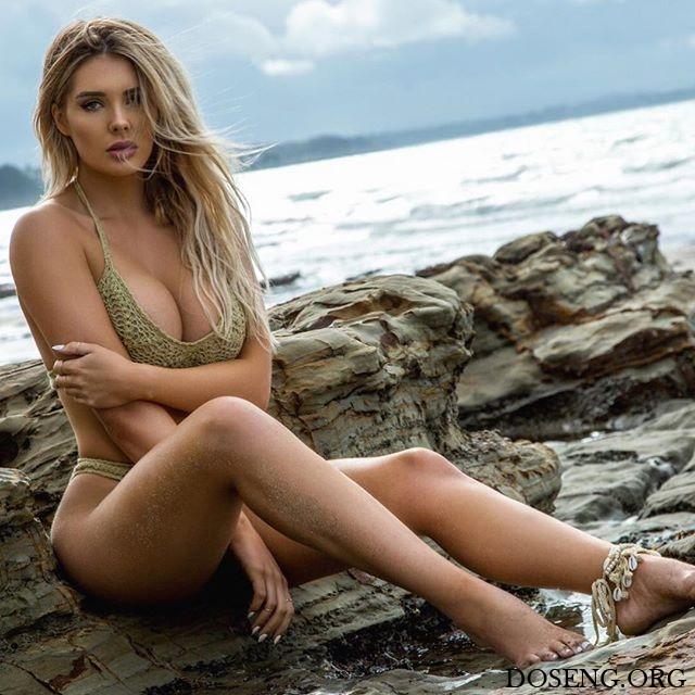 Модель Playboy Сара Харрис рассказала о проблемах силиконовой груди