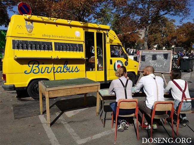 Пивная на колесах из старого школьного автобуса