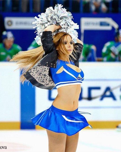 Диана Халифаева из группы поддержки Ice Girls