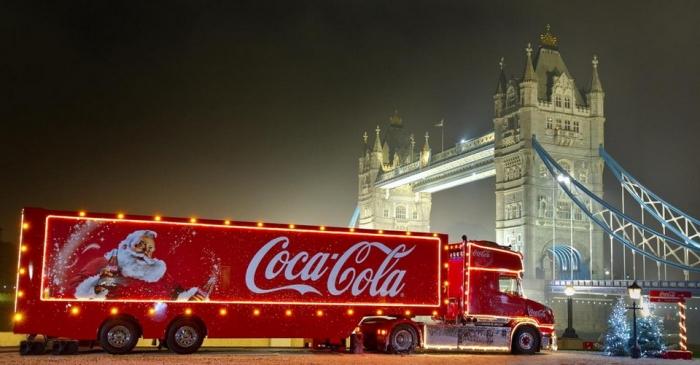 Праздник к нам приходит: счастливчики могут провести ночь в грузовике Кока-Кола