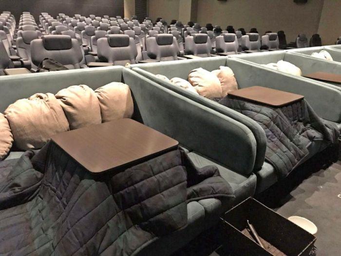 По-домашнему уютный кинотеатр в Японии