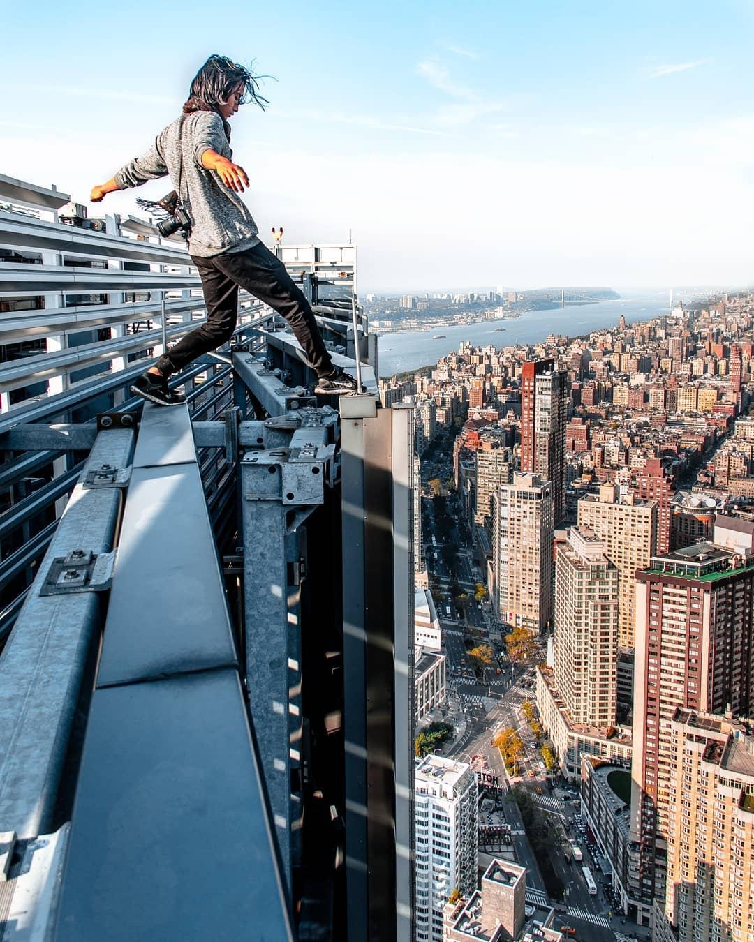 картинки людей на высоте рынке можно встретить