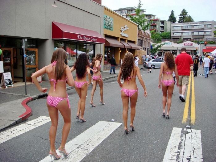 Пикантные и забавные фотографии с девушками
