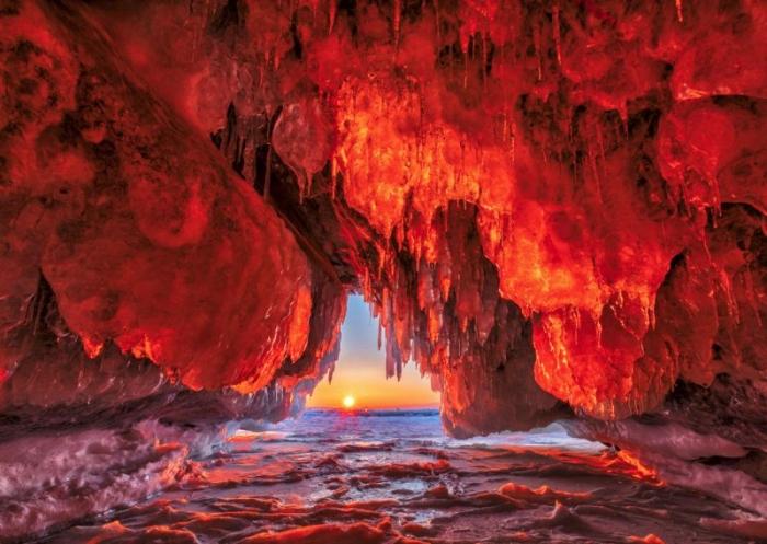 Пещеры льда и пламени на крупнейшем острове Байкала