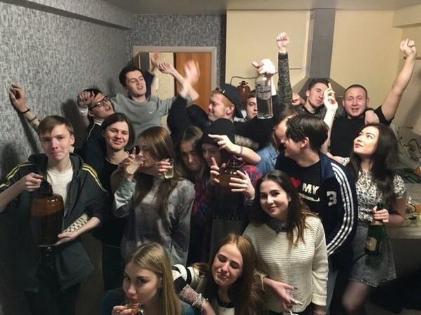 Молодежь развлекается