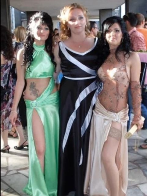 Странные платья выпускниц