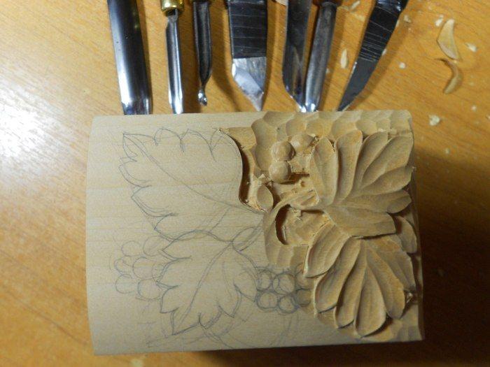 Произведение искусства из деревянного бруска
