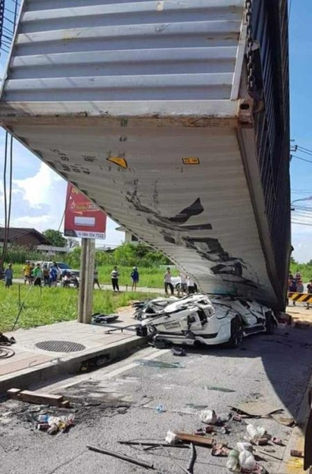 Водитель чудом выжил в страшной аварии