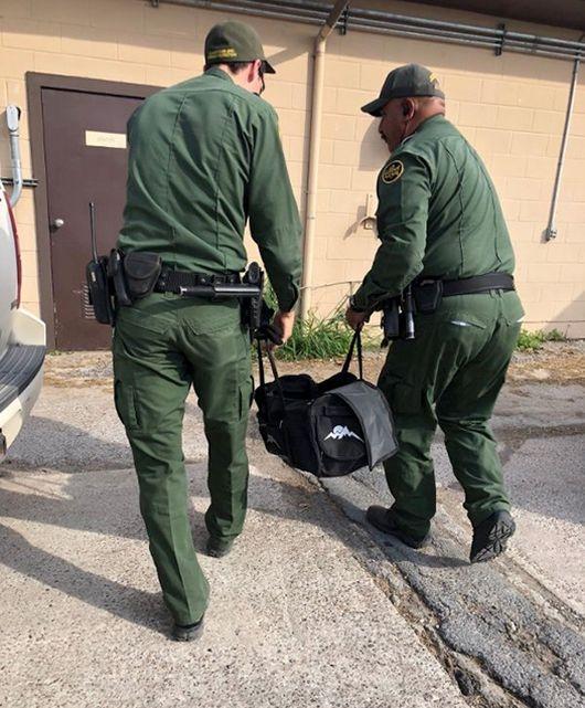 Находка американских пограничников в брошенной нелегалами сумке