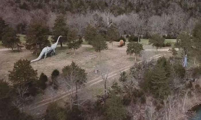 «Мир динозавров» заброшенный тематический парк развлечений в Арканзасе