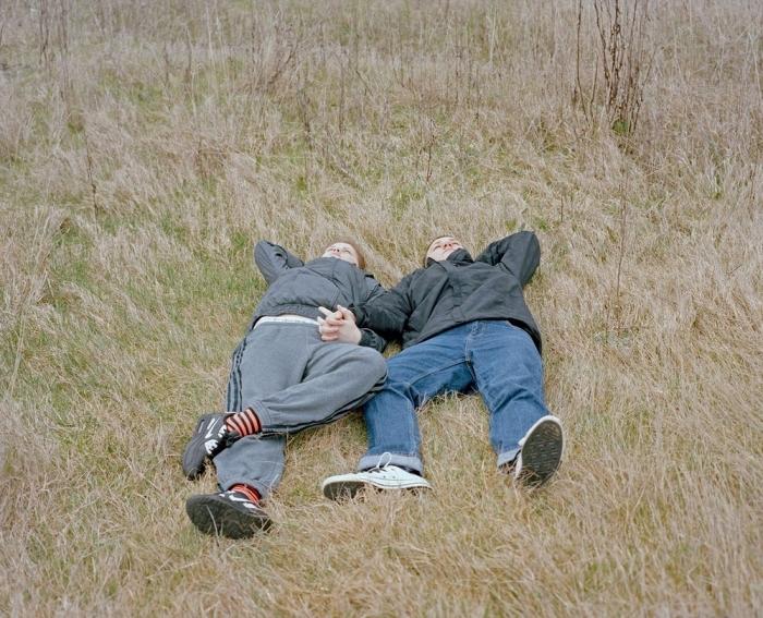 Влюбленные британские подростки на снимках Лауры Паннак
