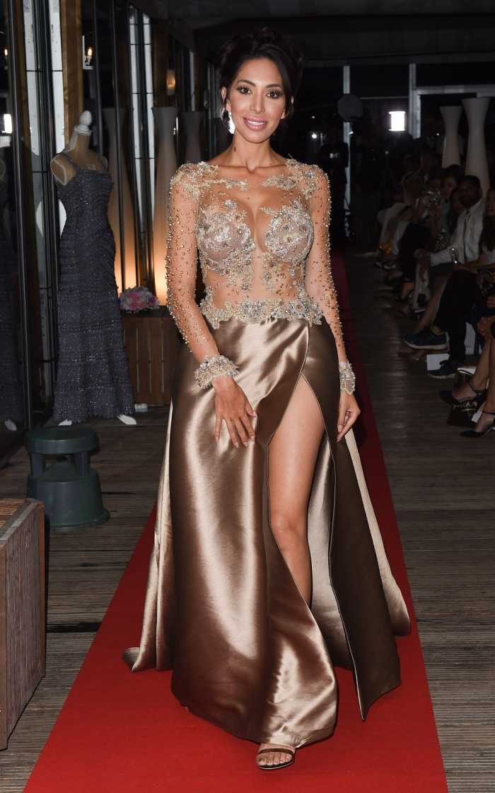 Фарра Абрахам на модном показе без трусов
