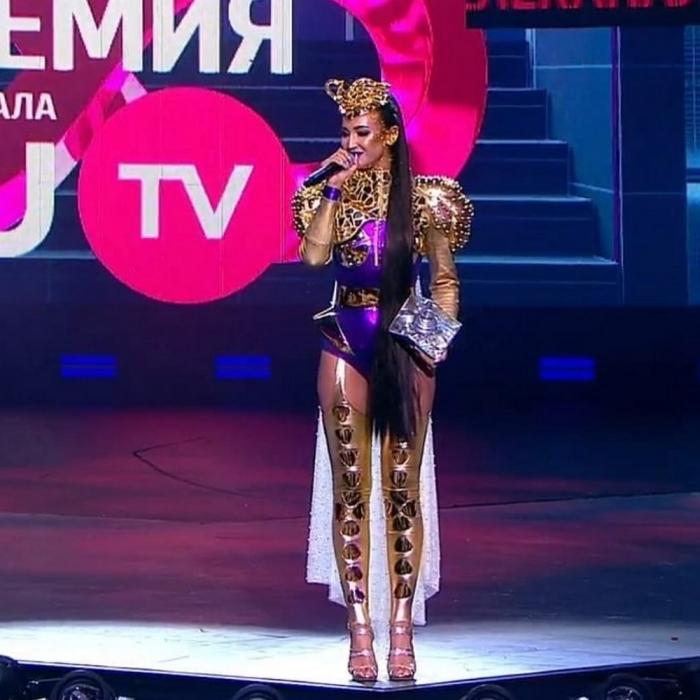 Ольга Бузова на премии RU