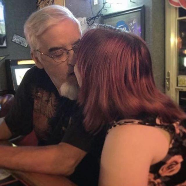Первым мужчиной 22-летней девушки стал 64-летний пенсионер