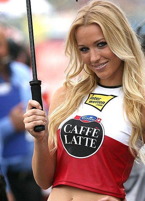 "Грид-гёрлз на гонках ""Формула-1"""