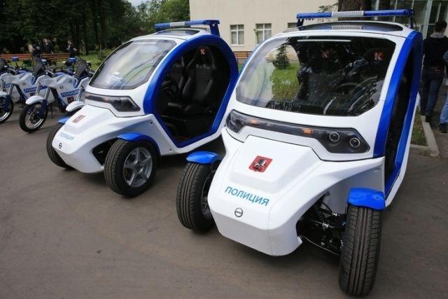 Московская полиция получила от концерна «Калашников» четыре электромобиля «Овум»