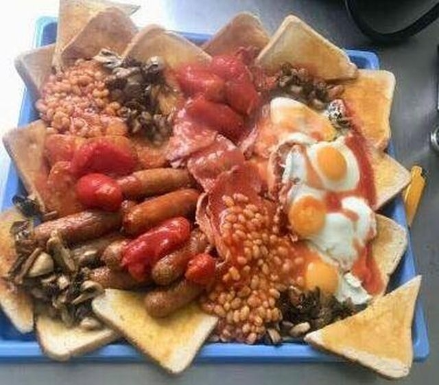 Богатырский английский завтрак, который никто не может съесть