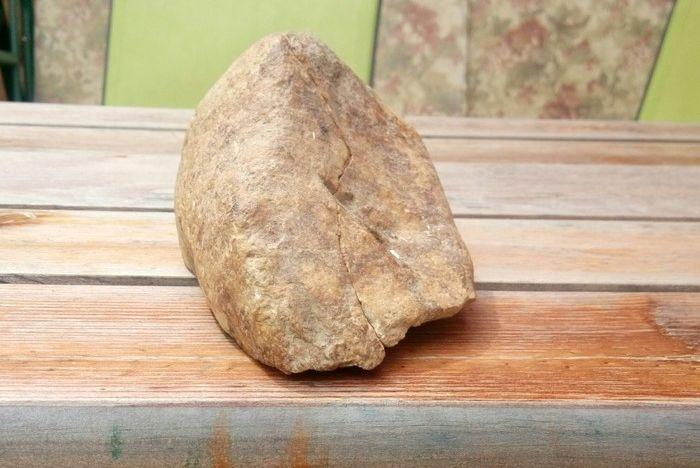 Расколовшийся камень показал свое содержимое