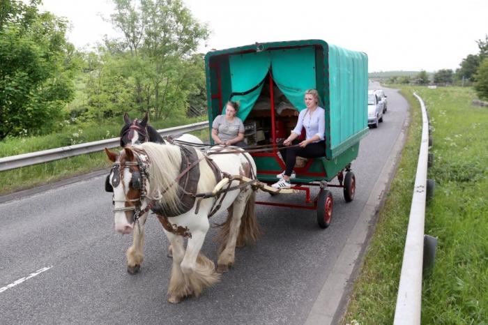 Тысячи конных экипажей держать путь на ярмарку Эпплби