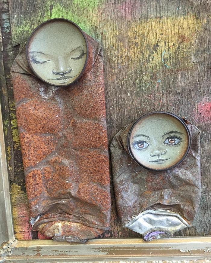 Рожицы на банках от британского художника
