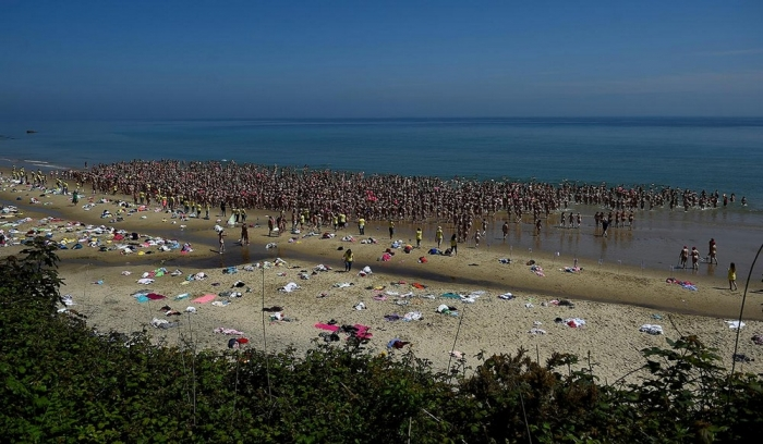 2 505 обнаженных женщин установили рекорд по купанию голышом в Ирландии