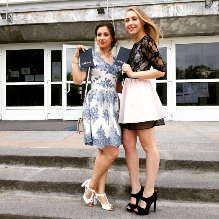 Выпускницы 2018 года делятся своими снимками в социальных сетях