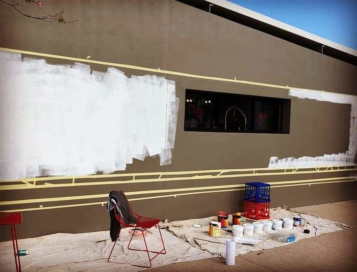Преображение стены здания за три дня
