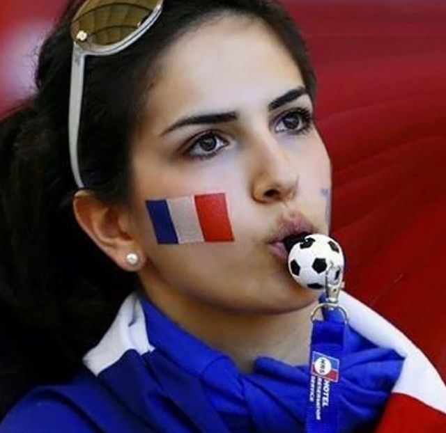 Привлекательные болельщицы из Франции