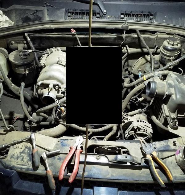 Двигатель автомобиля после трансмиссионного масла