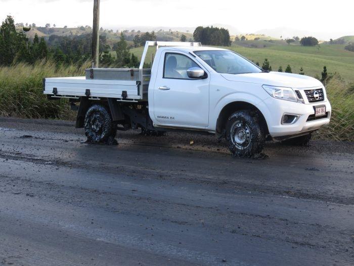 Более 50 автомобилей пострадали из-за расплавившегося асфальта в Австралии