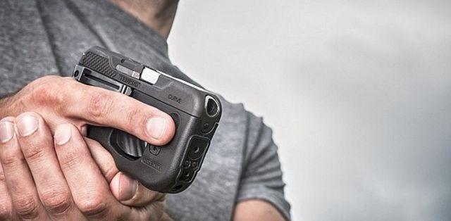 Необычный пистолет в виде смартфона