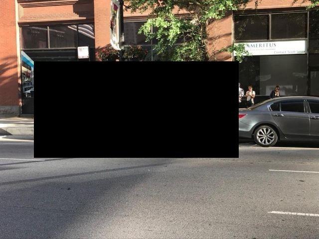 Кабриолет Lamborghini Huracan заехал под припаркованный автомобиль