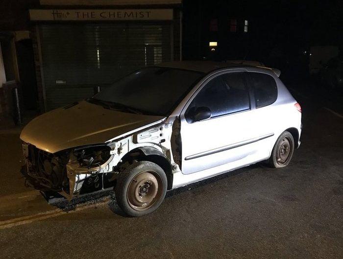 Полиция Англии остановила подозрительный автомобиль