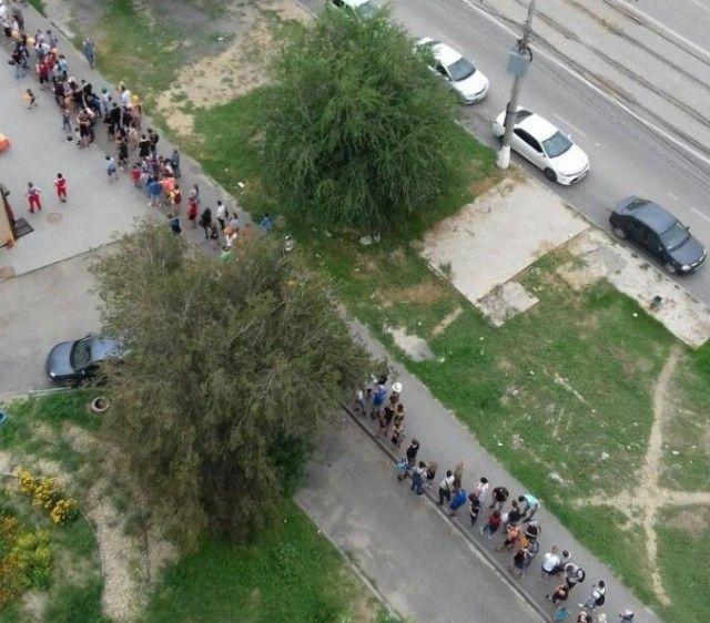 В Волгограде выстроилась огромная очередь за пиццей по акции