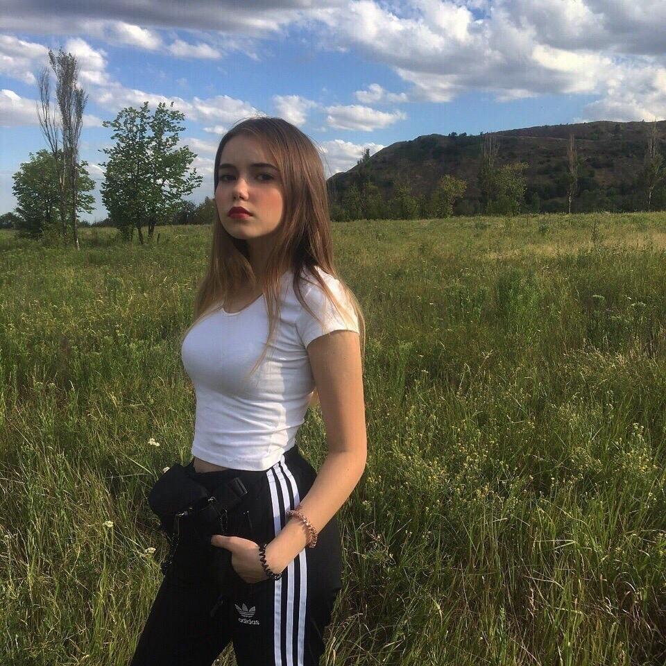 prostie-devushki-lichnie-foto-s-sotssetey-erotika-v-neylone-foto