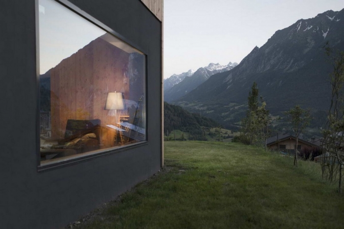 Современное шале в швейцарских Альпах
