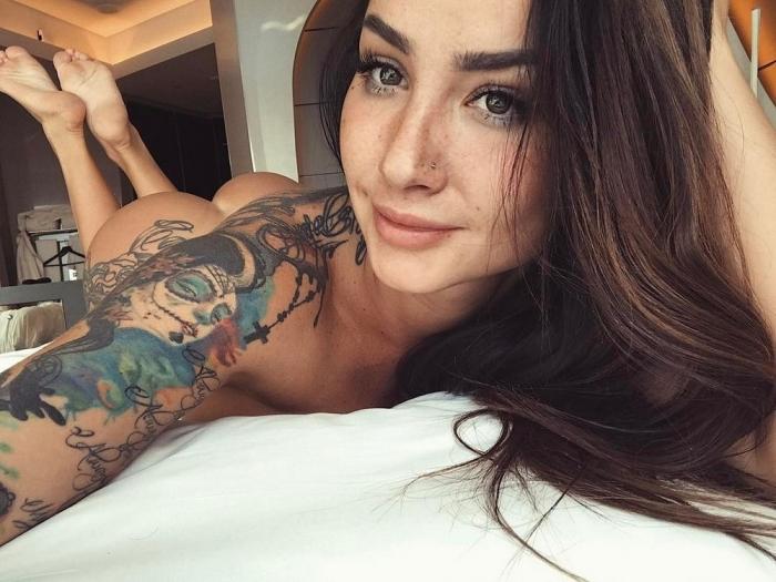 Горячие девушки с татуировками