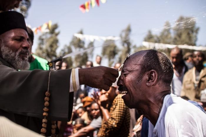 Массовый обряд экзорцизма в Эфиопии