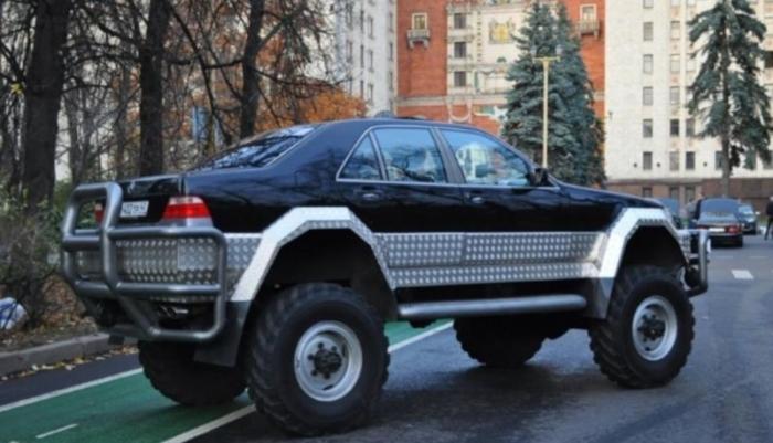 Мужик скрестил Mercedes с шасси ГАЗ-66 и получил франкенштейна