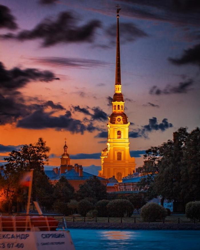 Санкт-Петербург на снимках Виталия Карповича